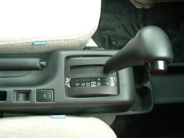 キャンピング 4WD AZ-MAXラクーン ベンチタイプ 8ナンバー FFヒーター 5人乗り ナビ地デジ&バックカメラ サイドオーニング シンク サブバッテリー 網戸 外部電源 AC100V ドラレコ(9枚目)