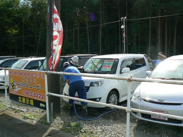 当社では障碍者支援を行っております!その一環として洗車をスタッフと共に行っております(*^_^*)