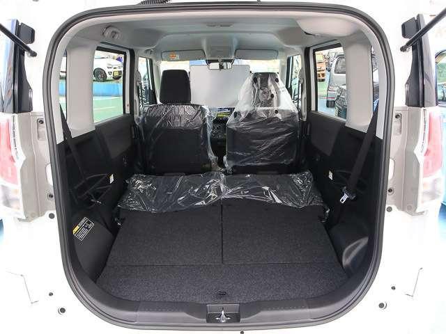 ★2列目シート両側格納★後席両側を格納すれば、床面がフラットな広々荷室になります!大きな荷物も積めて使い勝手が良いです☆