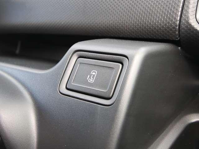 ★左側電動パワースライドドア★キーレスや運転席スイッチなどで、チカラを使わずラクラク開閉出来ます!大きな荷物などを抱えている時にとても便利です☆右側はイージークローザーになります。