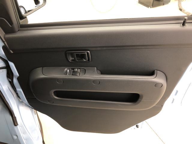 DX SA3 4WD 5速マニュアル LEDライト付 スマアシ3 コーナーセンサー ご発進抑制制御機能 先行車発進お知らせ機能 オートハイビーム LEDライト キーレスエントリー オーバーヘッドシェルフ(28枚目)