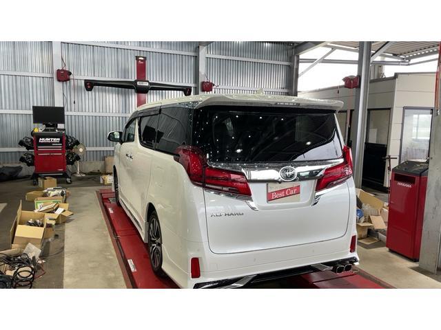 【アライメント測定・調整済み】 アライメントの調整とは、車体に対するホイールの角度、向き、位置を調整する事です。 車がまっすぐ走る、きちんと曲がる、しっかり止まるために大切な作業です。