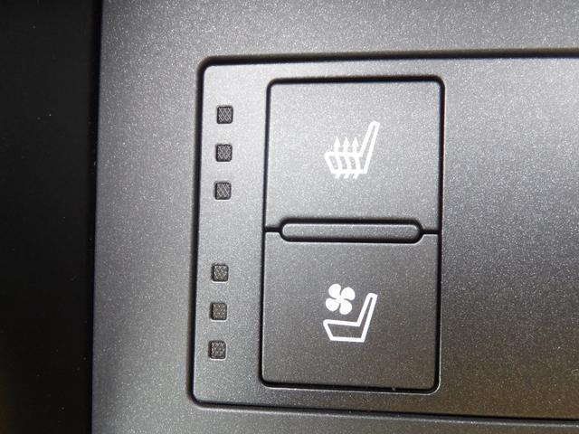 シートヒーター・快適温熱シート(運転席・助手席)/アクセサリーソケット(DC12V/フロントコンソールボックス内)