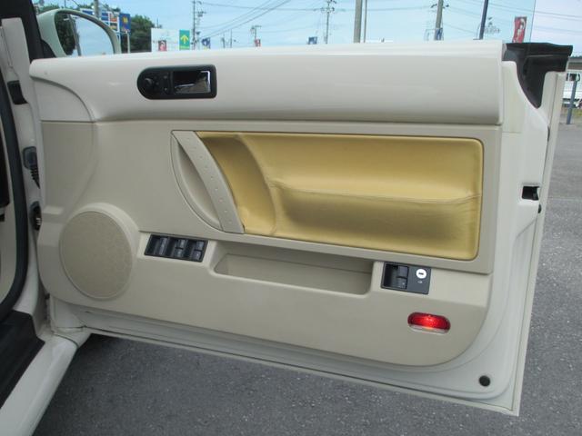 ドア内張り交換後(運転席側)画像のように明るめの色の生地へと張り替え、随分と印象が変わりました。