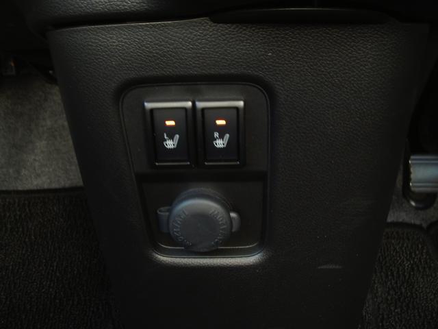 両席にシートヒーター装備しています。