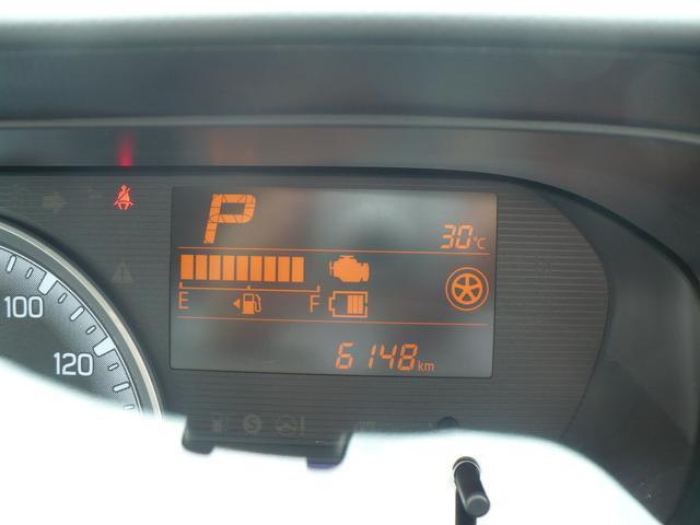 走行は6148km。メーター内のインフォメーションディスプレーは燃費計やシフト位置などなど、色んな情報を提供致します。