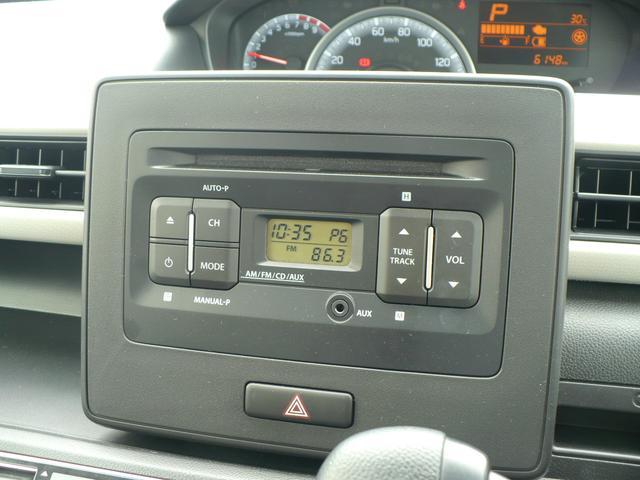 純正のオーディオです。CD、ラジオが聴けます。