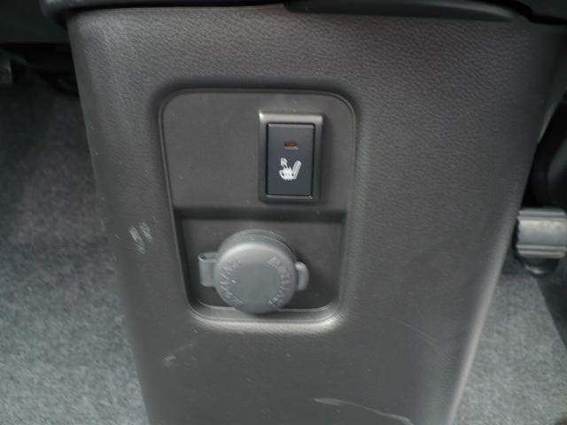 アクセサリーソケットです。シートヒーターもあります。
