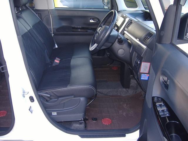 ☆運転席、足元あまり使用感無くキレイです☆