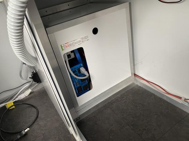 サブバッテリーシステム!1500Wインバーター/アイソレーター付きですので走行充電可能です!外部電源自動切換え!