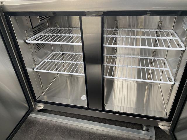 コールドテーブル内冷蔵庫庫内画像
