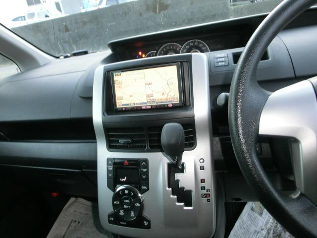 ドライブレコーダー2万円。フロントカメラもリヤカメラもあります、運転時に前後両方も同時記録できます。あおり運転にあっても心配しない、車をバックする時も後方見えて安心です。