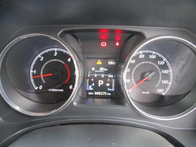 メーターには燃費や航続可能距離などの走行情報が表示可能!!
