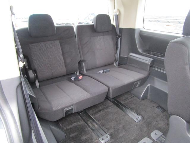 三列目座席内装
