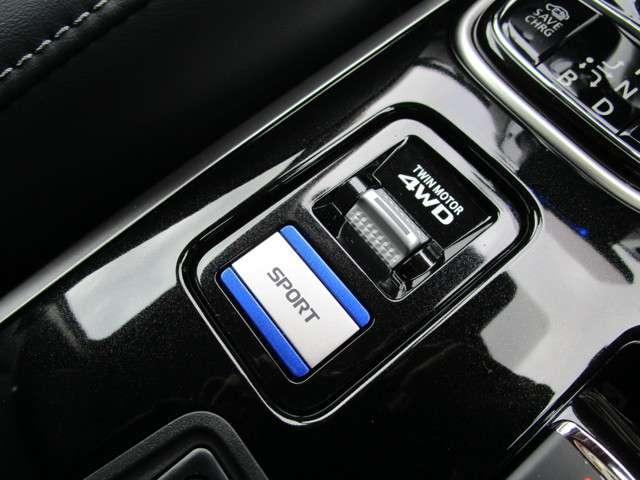 シートヒーターや電動パーキングスイッチ。新しく機能が付いたスポーツモードで快適に走行状態を合わせて選択することが可能になりました!