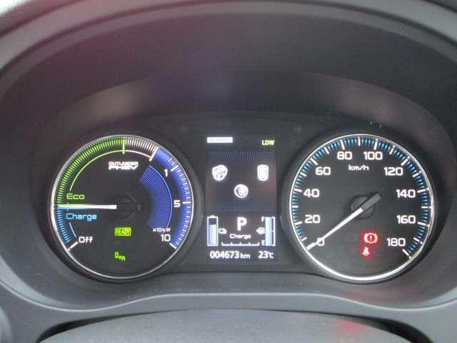 メーターには航続可能距離などの走行情報が表示可能!