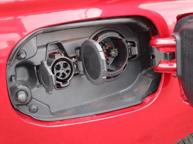 充電は200Vの通常充電に加えて急速充電も可能!