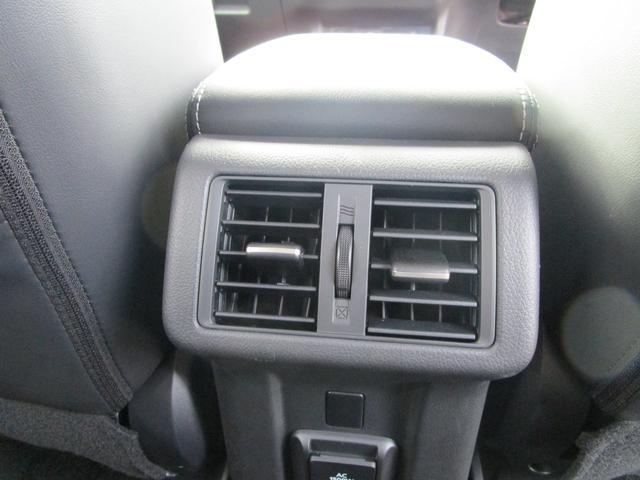 リヤシート用のエアコンダクトを装備!