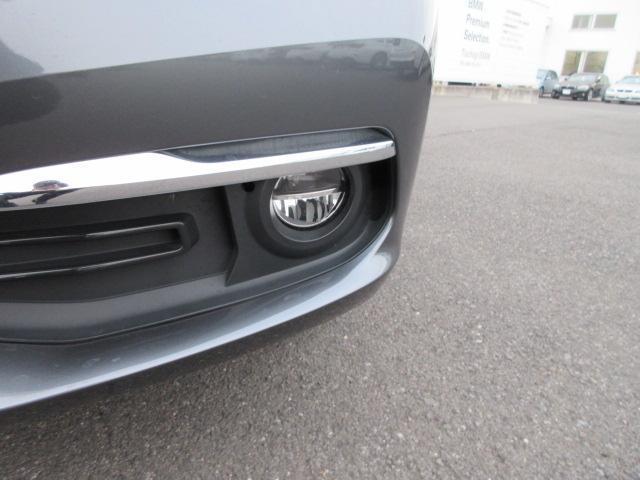320iラグジュアリー 正規認定中古車 ワンオーナー LEDヘッドライト コンフォートアクセス 純正17インチ 純正HDDナビ レザーシート シートヒーター リアPDC バックカメラ ACC レーンチェンジウォーニング(3枚目)