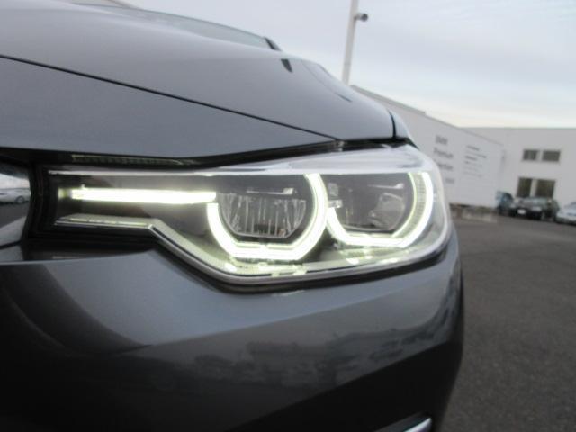 320iラグジュアリー 正規認定中古車 ワンオーナー LEDヘッドライト コンフォートアクセス 純正17インチ 純正HDDナビ レザーシート シートヒーター リアPDC バックカメラ ACC レーンチェンジウォーニング(4枚目)