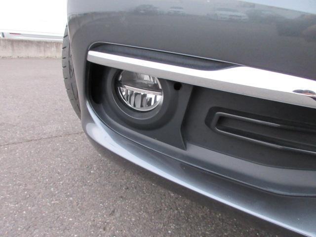 320iラグジュアリー 正規認定中古車 ワンオーナー LEDヘッドライト コンフォートアクセス 純正17インチ 純正HDDナビ レザーシート シートヒーター リアPDC バックカメラ ACC レーンチェンジウォーニング(5枚目)
