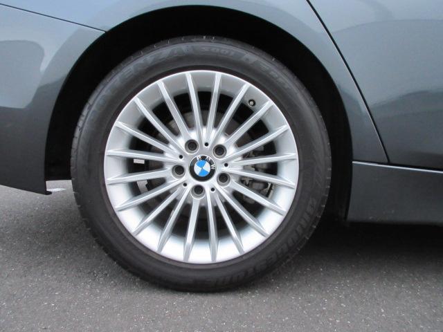 320iラグジュアリー 正規認定中古車 ワンオーナー LEDヘッドライト コンフォートアクセス 純正17インチ 純正HDDナビ レザーシート シートヒーター リアPDC バックカメラ ACC レーンチェンジウォーニング(19枚目)