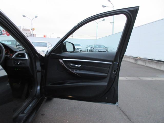 320iラグジュアリー 正規認定中古車 ワンオーナー LEDヘッドライト コンフォートアクセス 純正17インチ 純正HDDナビ レザーシート シートヒーター リアPDC バックカメラ ACC レーンチェンジウォーニング(22枚目)
