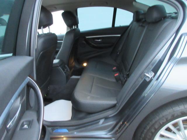 320iラグジュアリー 正規認定中古車 ワンオーナー LEDヘッドライト コンフォートアクセス 純正17インチ 純正HDDナビ レザーシート シートヒーター リアPDC バックカメラ ACC レーンチェンジウォーニング(28枚目)