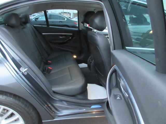 320iラグジュアリー 正規認定中古車 ワンオーナー LEDヘッドライト コンフォートアクセス 純正17インチ 純正HDDナビ レザーシート シートヒーター リアPDC バックカメラ ACC レーンチェンジウォーニング(29枚目)