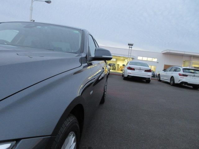 320iラグジュアリー 正規認定中古車 ワンオーナー LEDヘッドライト コンフォートアクセス 純正17インチ 純正HDDナビ レザーシート シートヒーター リアPDC バックカメラ ACC レーンチェンジウォーニング(56枚目)
