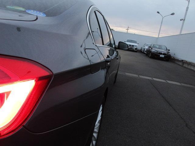 320iラグジュアリー 正規認定中古車 ワンオーナー LEDヘッドライト コンフォートアクセス 純正17インチ 純正HDDナビ レザーシート シートヒーター リアPDC バックカメラ ACC レーンチェンジウォーニング(58枚目)