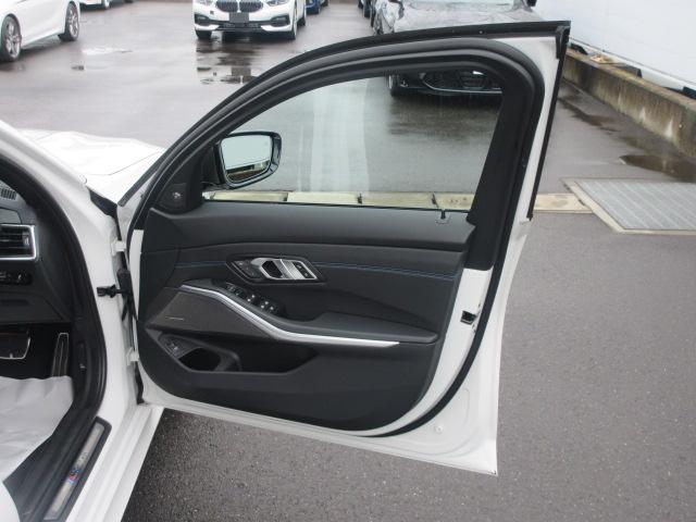 M340i xDrive 正規認定中古車 ワンオーナー レーザーライト レザーシート シートヒーター ヘッドアップディスプレイ 純正HDDナビ ジェスチャーコントロール リバースアシスト 純正19インチ ACC(24枚目)