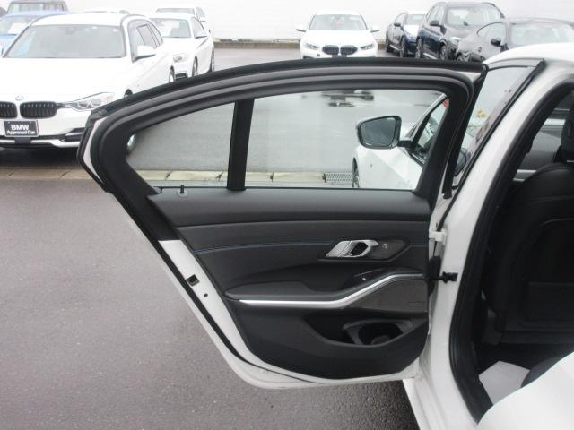 M340i xDrive 正規認定中古車 ワンオーナー レーザーライト レザーシート シートヒーター ヘッドアップディスプレイ 純正HDDナビ ジェスチャーコントロール リバースアシスト 純正19インチ ACC(27枚目)