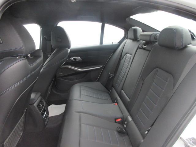 M340i xDrive 正規認定中古車 ワンオーナー レーザーライト レザーシート シートヒーター ヘッドアップディスプレイ 純正HDDナビ ジェスチャーコントロール リバースアシスト 純正19インチ ACC(29枚目)