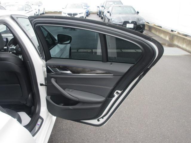 523d Mスポーツ ハイラインパッケージ ワンオーナー 純正HDDナビ 純正ETC レザーシート シートヒーター コンフォートアクセス 電動リアゲート 電動シート 純正19インチ アダプティブLEDヘッドライト(24枚目)
