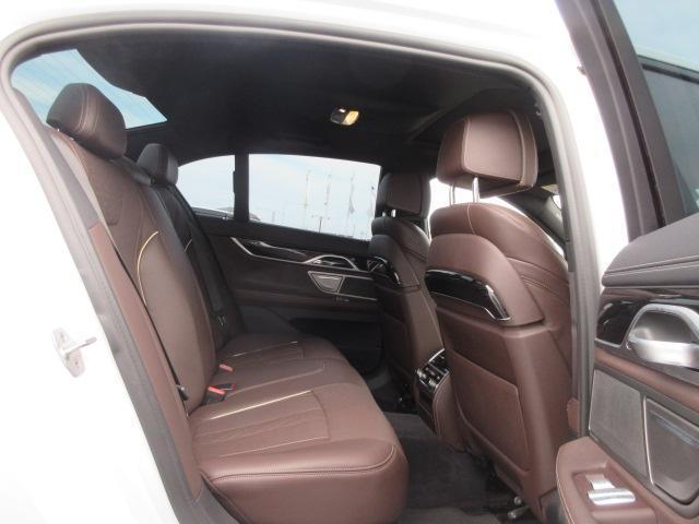 740d xDrive Mスポーツ レーザーライト 純正HDDナビ モカレザー シートヒーター シートエアコン ソフトクローズドア ACC PDC バックカメラ ヘッドアップディスプレイ ハーマンカードン 純正20インチ サンルーフ(22枚目)
