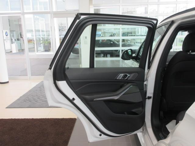 xDrive 35d Mスポーツ 正規認定中古車 弊社元社有車 アダプティブLEDヘッドライト ジェスチャーコントロール 4ゾーンエアコン リバースアシスト ハーマンカードンスピーカー オートマチックテールゲート 純正20インチ(25枚目)