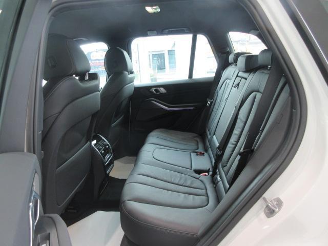 xDrive 35d Mスポーツ 正規認定中古車 弊社元社有車 アダプティブLEDヘッドライト ジェスチャーコントロール 4ゾーンエアコン リバースアシスト ハーマンカードンスピーカー オートマチックテールゲート 純正20インチ(28枚目)