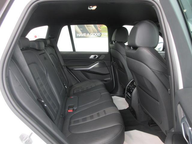 xDrive 35d Mスポーツ 正規認定中古車 弊社元社有車 アダプティブLEDヘッドライト ジェスチャーコントロール 4ゾーンエアコン リバースアシスト ハーマンカードンスピーカー オートマチックテールゲート 純正20インチ(29枚目)