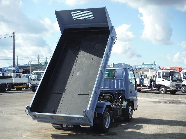 建機を簡単、安全に搭載し運搬することができます。1台で2役の車輌になるので、作業の効率が向上します。