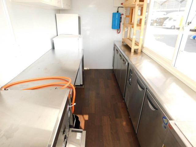 いすゞ エルフトラック キッチンカー 移動販売車 3槽シンク コールドテーブル