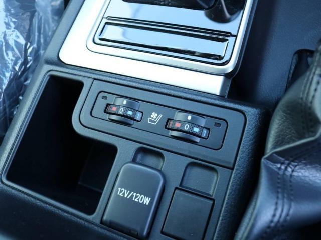 2.8 TX Lパッケージ ディーゼルターボ 4WD 7人(19枚目)