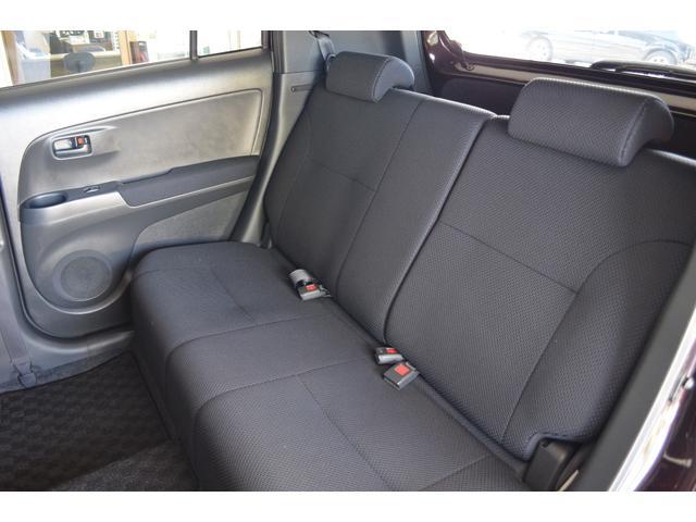 リアシートは、折り畳み収納して荷物スペースにできます。