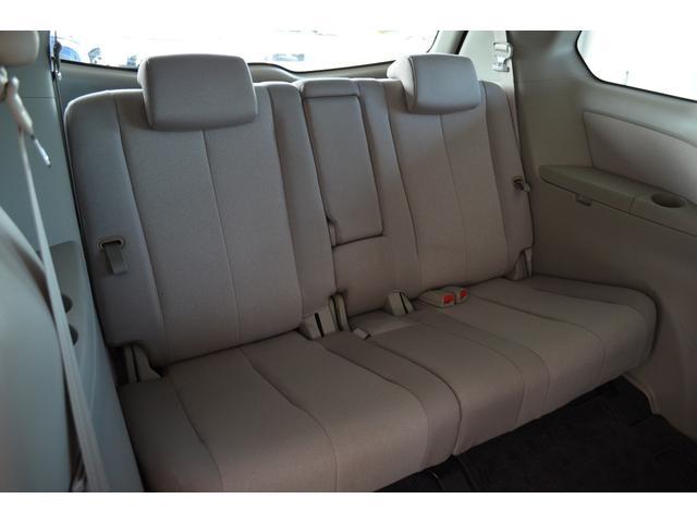 サードシートは、折り畳み収納して荷物スペースにできます。