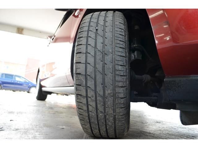 マツダ純正16インチアルミホイール、タイヤサイズは215/65R16タイヤの残溝は8から7割程度です。
