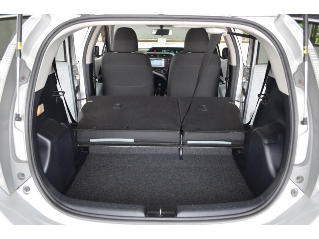 リアシート。シートをたたみ、広く荷物スペースとして利用できます。