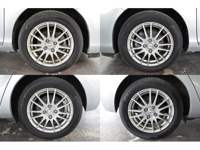 タイヤ残溝は8割程度です。車外アルミホイール。タイヤサイズは175/65R15