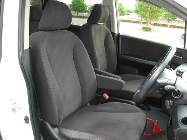 運転席廻りの画像です。内装も業者クリーニング済みですので安心してお乗りいただけます。