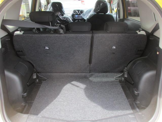 ラゲッジスペースは間口も広くフロアも低い為荷下ろしにも使いやすい仕様になっています。リアシートを倒さなくても十分な積載量を確保出来ますよ。