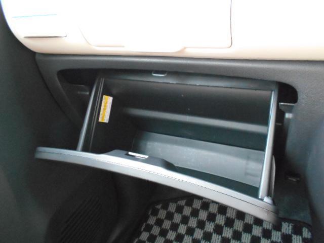 車検証入れなどに便利なグローボックス!!